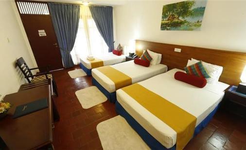 Catamaran Beach Hotel