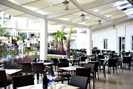Lake River Side Hotel & Spa