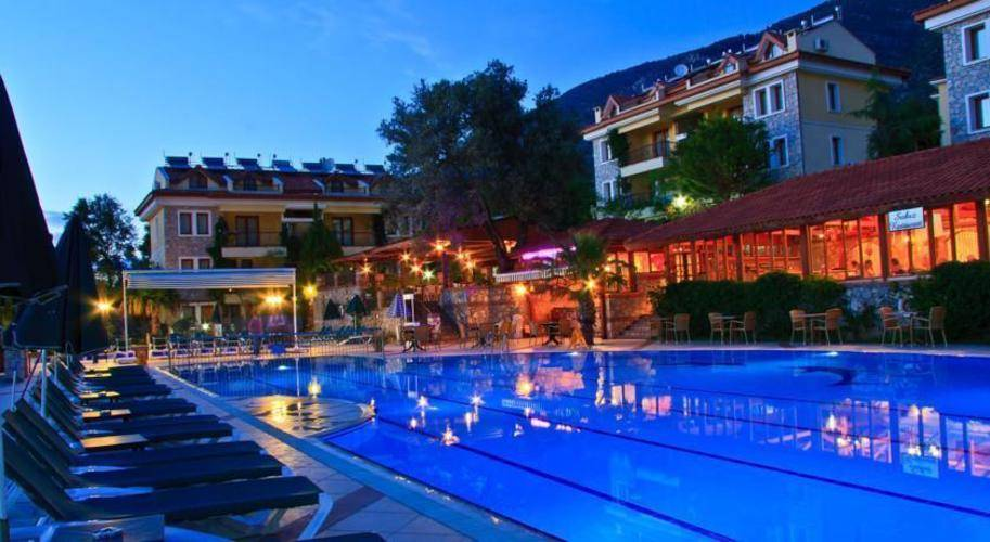 Perdikia Hill Family Resort & Spa