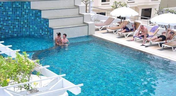 Flipper House Hotel