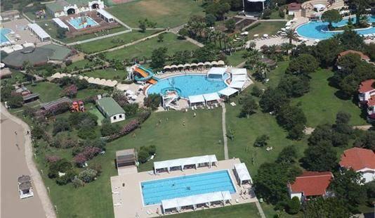 Jacaranda Club & Resort