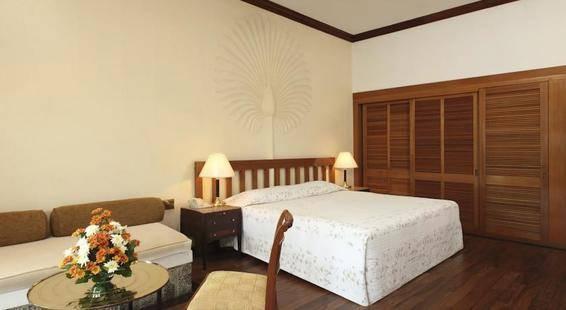 Earls Regency Hotel