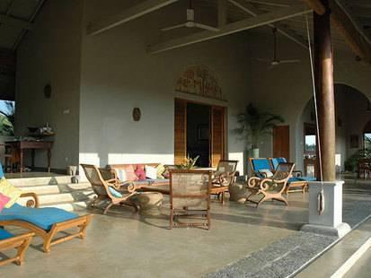 Khomba House Alankuda Beach Resorts