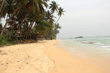 Sri Gemunu Beach Resort