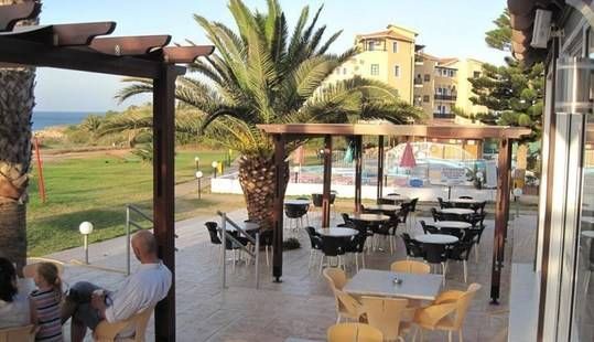 Astreas Beach Hotel Apts