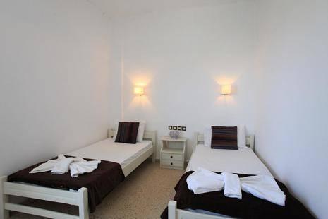 Iraklis Hotel & Apartments
