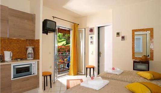 Chrismos Luxury Suites & Studios