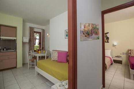 Latania Studios & Apartments