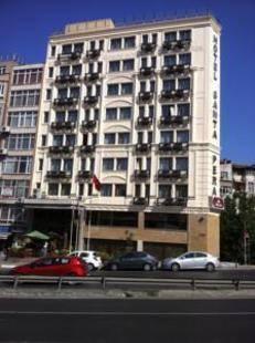 Santa Pera Hotel