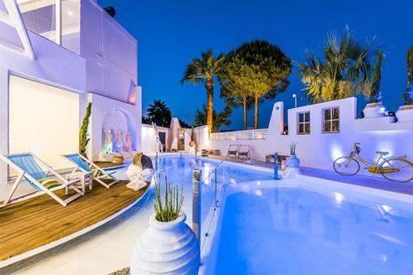 The Kouros Home Hotel
