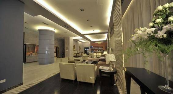 Warwick Il Palazzo Hotel & Suites