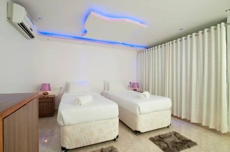 Boomerang Beach Resort