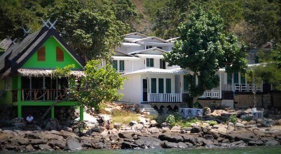 Phi Phi Cozy Sea Front Resort