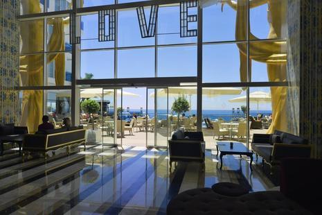 Azura Deluxe Resort & Spa