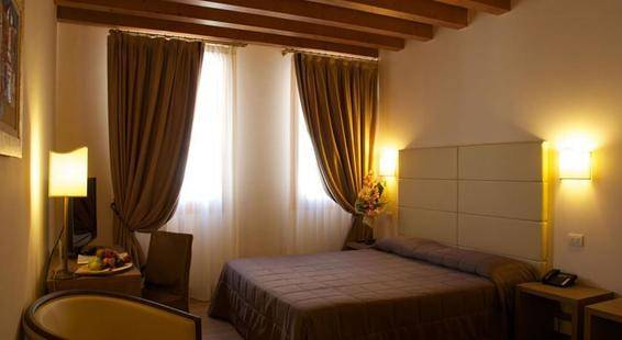 Villa Costanza Hotel