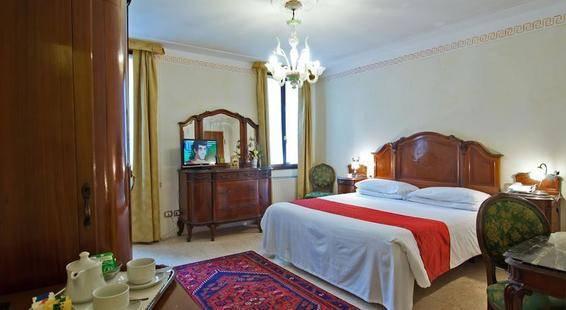 La Fenice Et Des Artistes Hotel