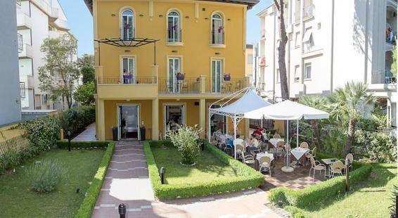 Alibi Hotel
