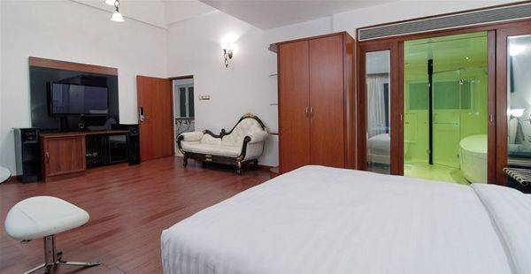 White Pearl Suites Hotel