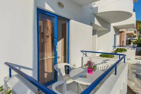 Blue Roses Studios & Apartment