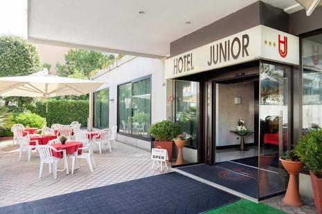 Junior Hotel