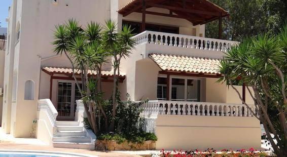 Perla Beach Apartments