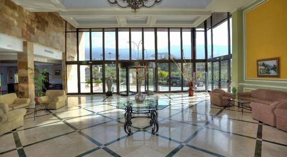 Diamante Suites Hotel