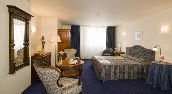 Tyl Hotel