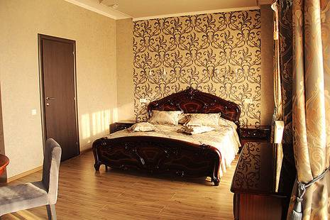 Отель Монарх
