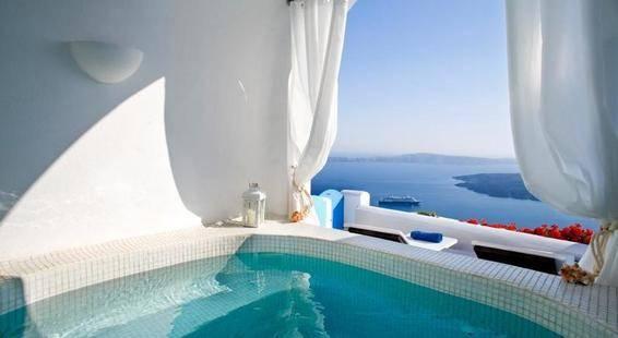Dreams Luxury Suites