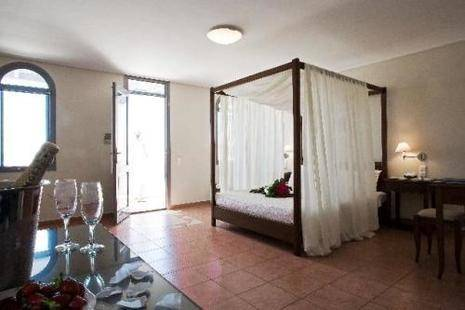 Xenones Filoterra Hotel
