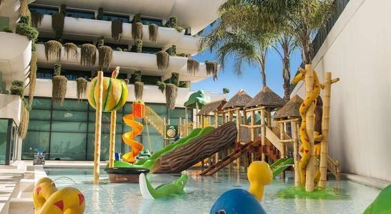 Deloix Aqua Center Hotel