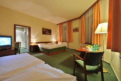 U Tri Korunek Hotel