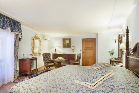 U Prince Hotel