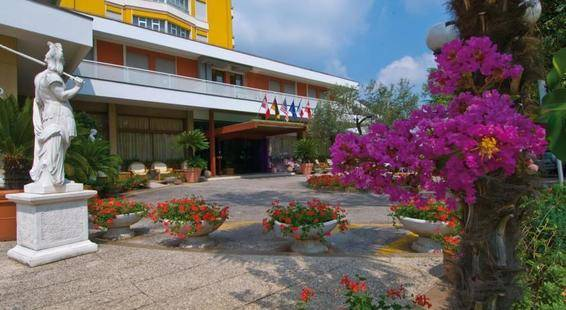 Augustus Hotel