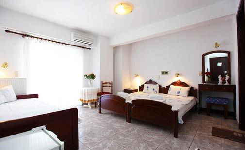 Fourkos Hotel