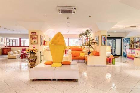 Marina Club Hotel