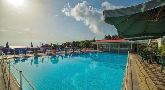 Parco Cartaromana Hotel