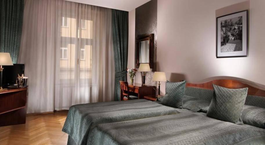 Ariston & Ariston Patio Hotel