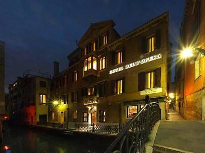 Dell Opera Hotel