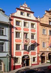 Cerveny Lev Hotel