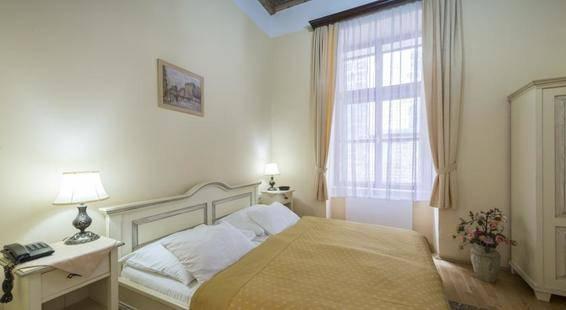 Cerny Slon Hotel