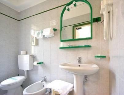 Simi Lan Hotel
