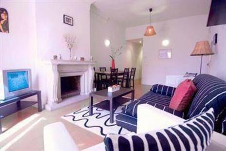 Pau Claris Apartment