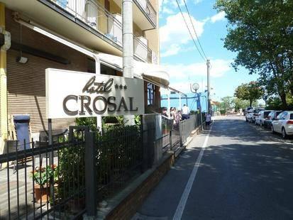 Crosal Hotel