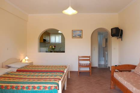 Omirikon Hotel & Apartments