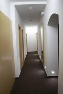 Hotel 100