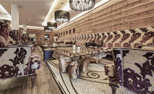 Alpine Palace Hotel