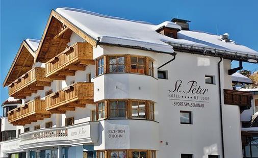 St. Peter Deluxe Hotel
