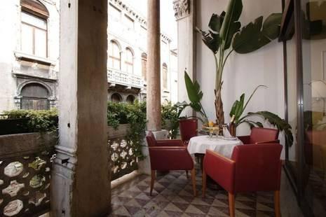 Dona Palace Hotel