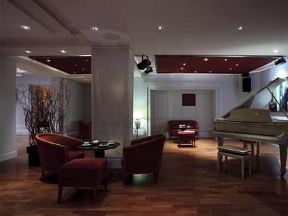B4 Nice Plaza Hotel
